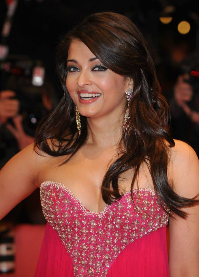 Aishwarya Rai Bachchan at 59th Berlin Film Festival in Pink Gown to promote her film Pink Panther 2_VP (4)