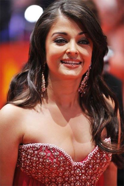Aishwarya Rai Bachchan at 59th Berlin Film Festival in Pink Gown to promote her film Pink Panther 2_VP (6)