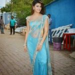 Jacqueline Fernandez at Bigg Boss 8 Set To Promote ROY Movie in Sexy Blue Saree_VP