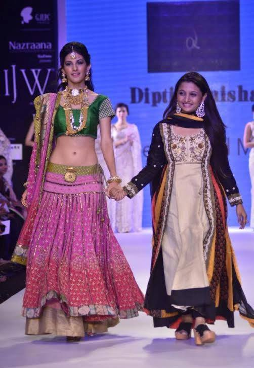 Amyra Dastur walk the ramp at India International Jewellery Week 2014 in _VP (6)