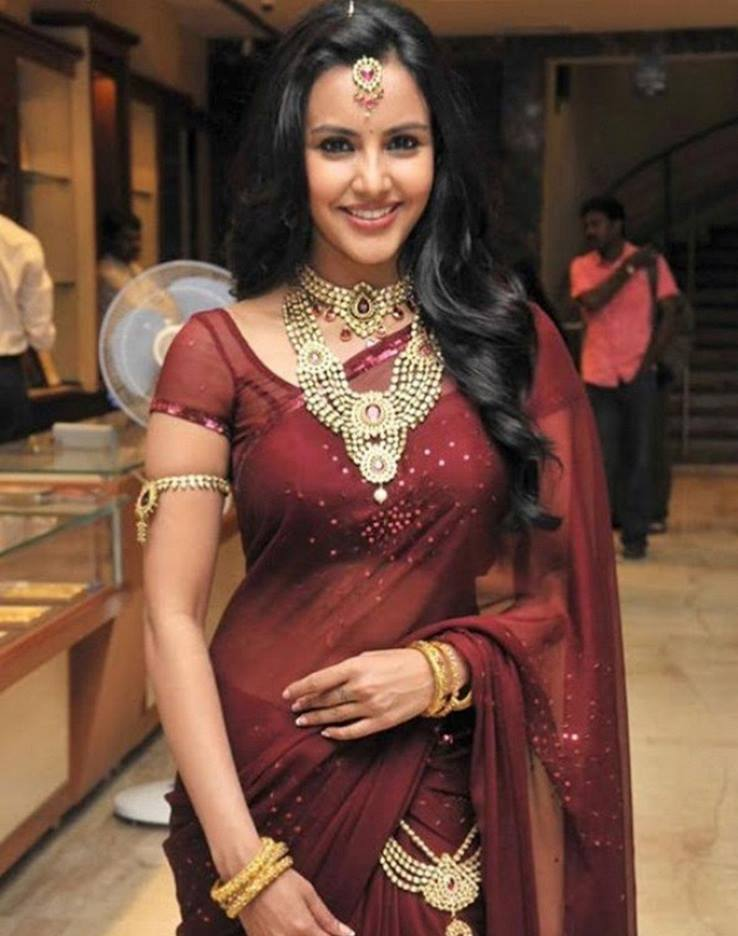 Priya Anand in saree at jewellery exhibition event