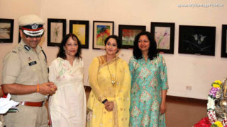 Actress Nishigandha Wad inaugurates Mamta Gogte art Exhibition 'Brushful of Colours'