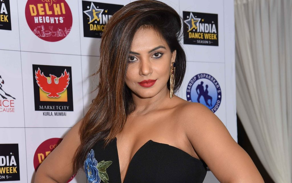 Neetu Chandra hot, Neetu Chandra sexy, Neetu Chandra actress