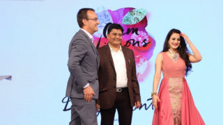 Ameesha Patel, Rimi Sen & Kainaat Arora walk the ramp at Lumiere Event