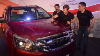 Jonty Rhodes rides with ISUZU in India To endorse V-Cross, the Lifestyle & Adventure Pick-up in India