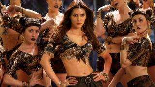Kriti Sanon sizzles in the latest Item song 'Aao Kabhi Haveli Pe' from Stree