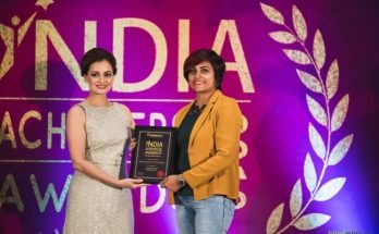 Bollywood Actress Diya Mirza felicitated Ar. Ronjeta Prasad Gavandi with India Achievers Award 2019