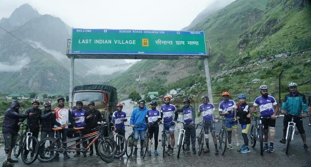 Para cyclists participate in the 'Infinity Ride 2019' hosted by AMF on the world's highest motorable road at Mana pass (18478 ft)!